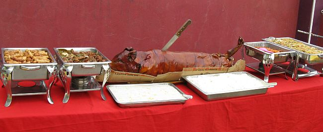 Medium – Estimated No. of People: 35-45 - Philippines lechon roasted pig